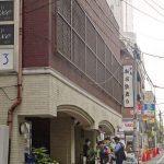 新宿歌舞伎町で首に電気コードの女性死亡!発見された現場マンションの名前は?